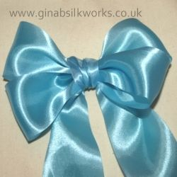 How to tie a structured bow with double loops