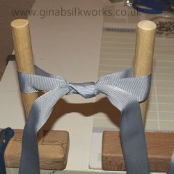 How to tie a structured bow using posts